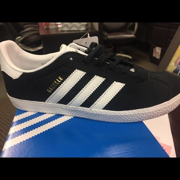 Adidas zapatos NWT negro poshmark Gazelle